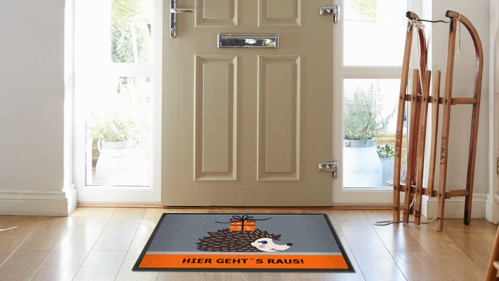Personalized doormat with winter decoration